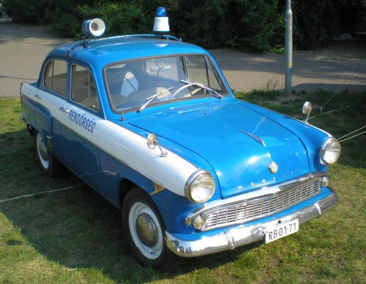 Moszkvics rendőrautó oldalról fotózva