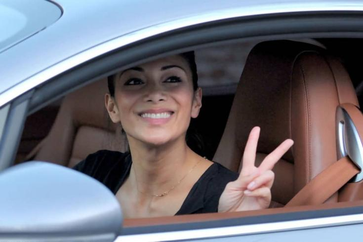 Nicole Scherzinger a Bentley-ből integet
