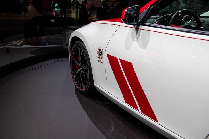 Nissan 370Z Club Sport Anniversary kiadás fehér-piros liveryvel