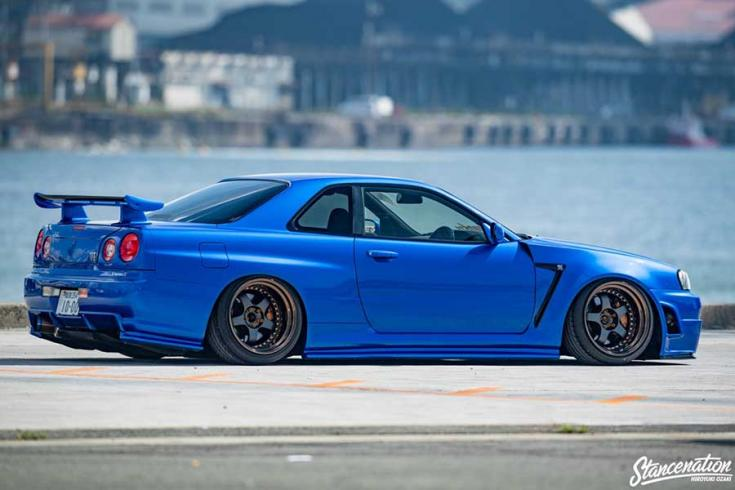 Nissan R34 GT-R tuning oldalról