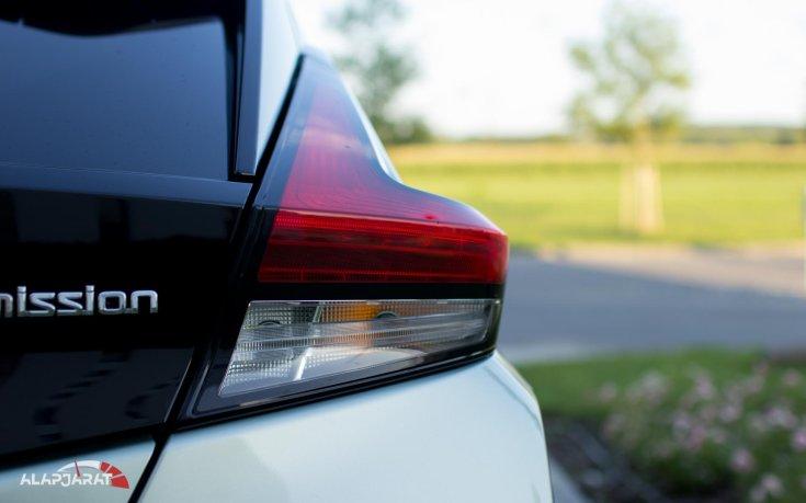Nissan Leaf hátsó lámpa