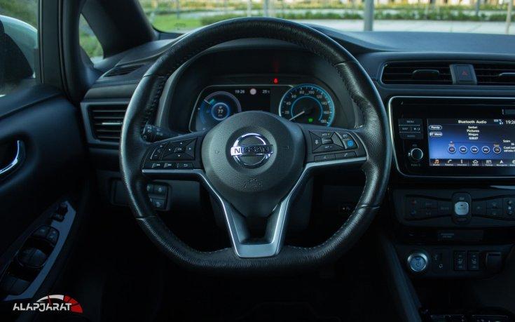 Nissan Leaf kormány