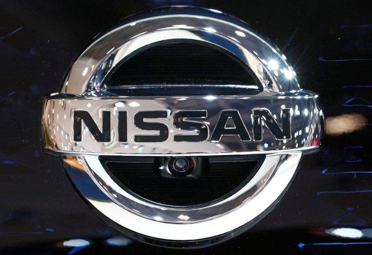 Nissan embléma szemből