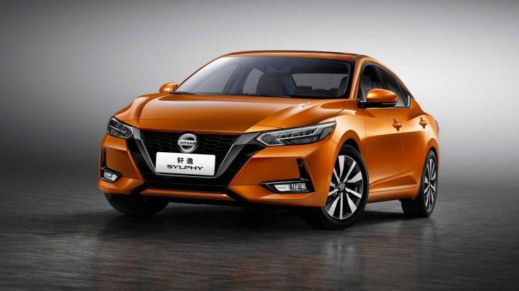 Narancssárga, 2020-as modellévű Nissan Sylphy gyári fotója, szemből, oldalról