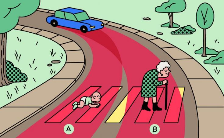 Egy csecsemő és egy idős nő halad át egy zebrán, amihez autó közelít