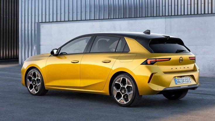 2021-es Opel Astra hátulról