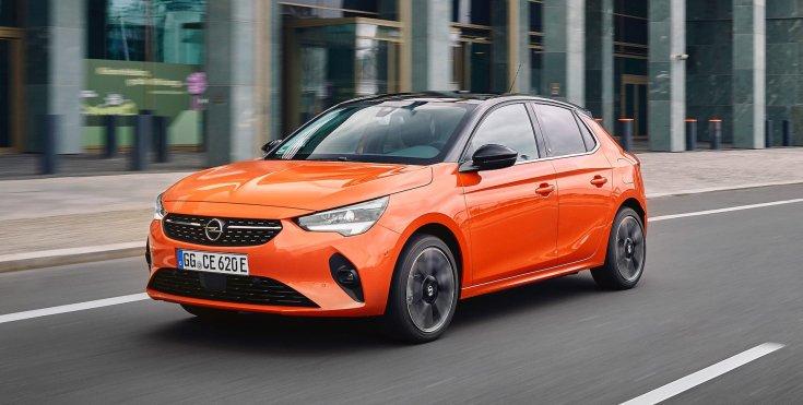 Opel Corsa e szemből, menet közben