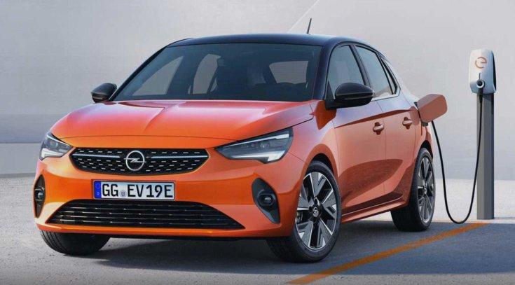 Opel Corsa-e szemből, töltés közben