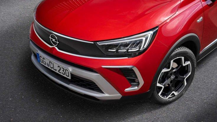 Új 2021-es Opel Crossland modell orr része felülről