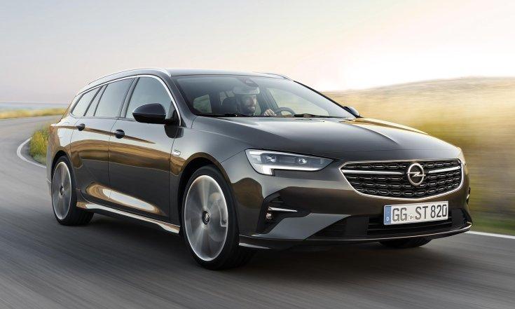 Opel Insignia szemből, menet közben