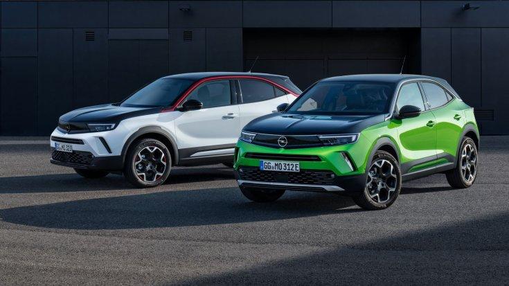 két Opel Mokka-e egymás mellett