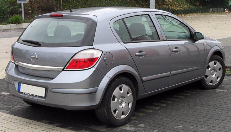 Opel Astra H hátulról