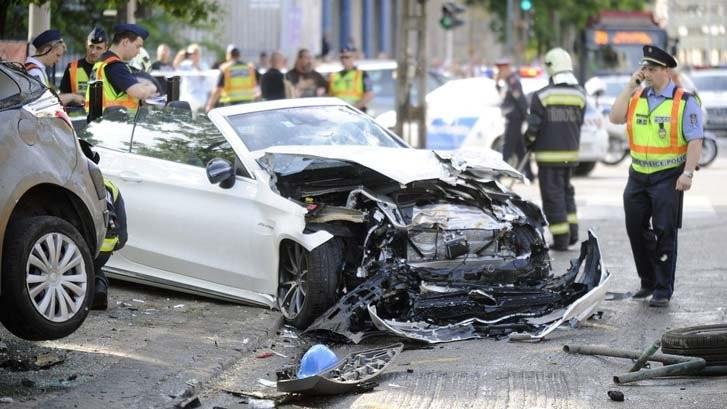 Helyszíni felvétel a Dózsa György úti balesetről