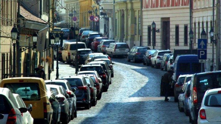 Parkoló autók Budapesten