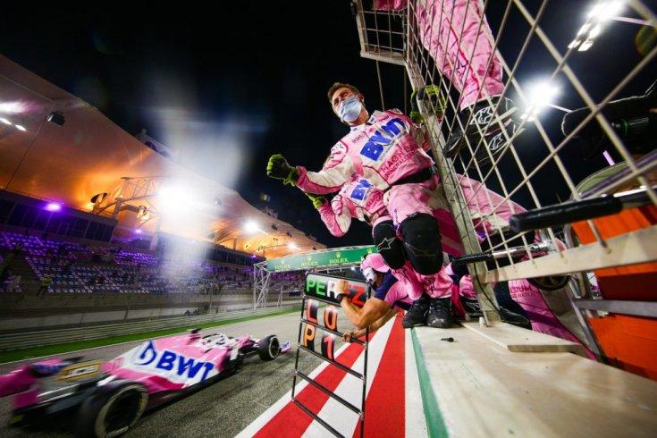 Sergio Perez befutója és a Racing Point csapat ünneplése a kettős dobogó után