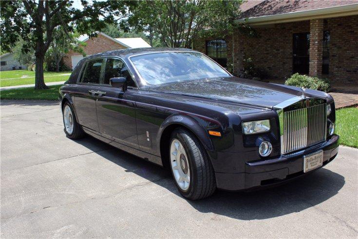 Rolls-Royce Phantom Armored, elegáns udvaron