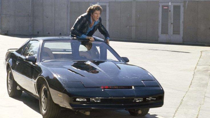 Pontiac Firebird Trans Am a Knight Rider című sorozatból, a tetőn David Hasselhoffal