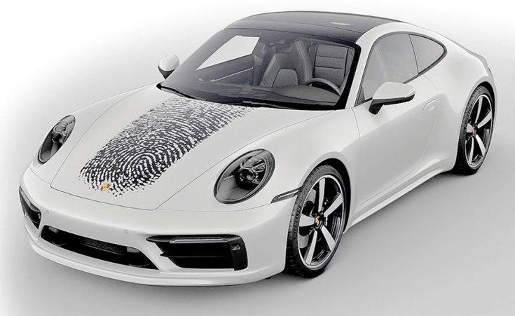 A Porsche 911 elején a tulajdonos ujjlenyomatával