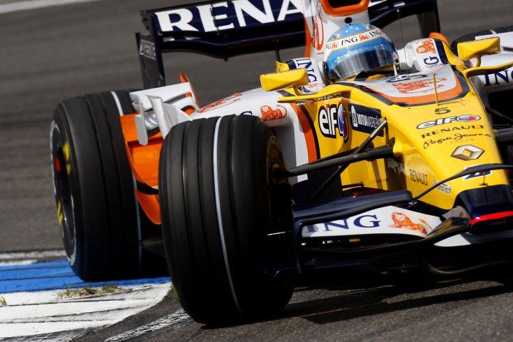 barázdált abroncsok Alonso Renault-ján