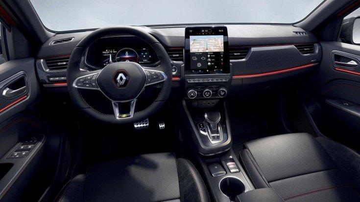 Renault Arkana belső tere hatalmas digitális érintőképernyős kijelzővel