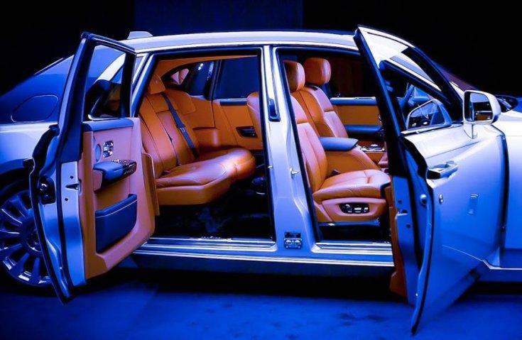 Rolls-Royce Phantom automatikus hátsó ajtók