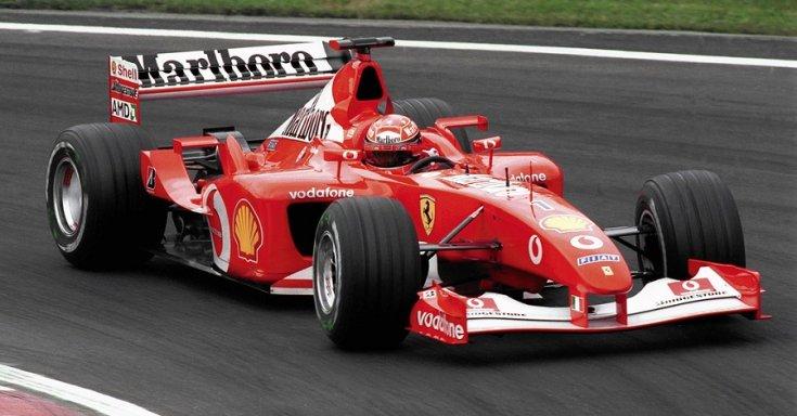 Michael Schumacher általvezetett  Ferrari F2002 szemből