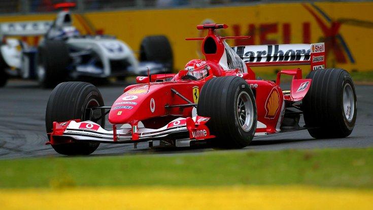 Michael Schumacher egy Ferrariban a 2000-es évek közepén menet közben