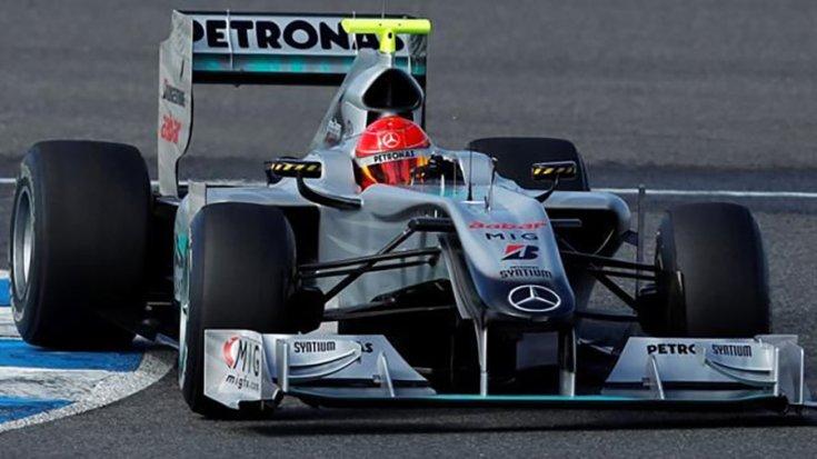 Michael Schumacher a Mercedes autójában