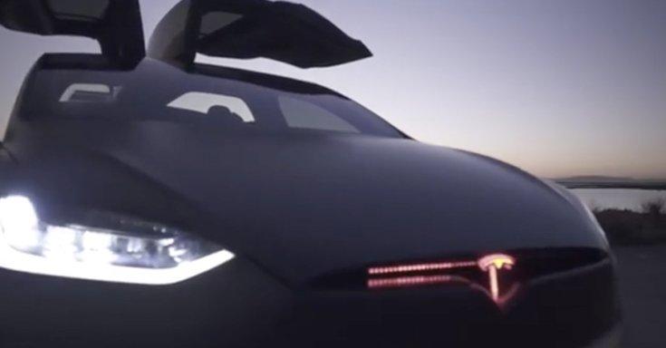 A Tesla Model X futurisztikus orra