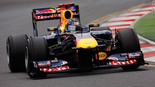 Sebastian Vettel 2011-ben a Red Bullban egy újabb időmérős győzelem felé autózva
