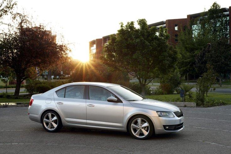 Škoda Octavia oldalról
