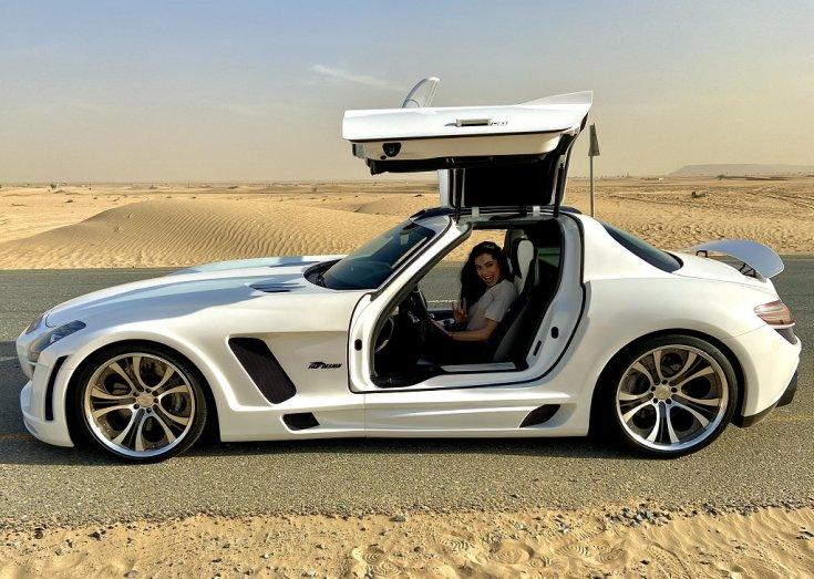 SLS AMG Fab Design Dubaj sivatagban