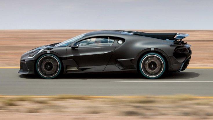 A Bugatti Divo oldalról fotózva