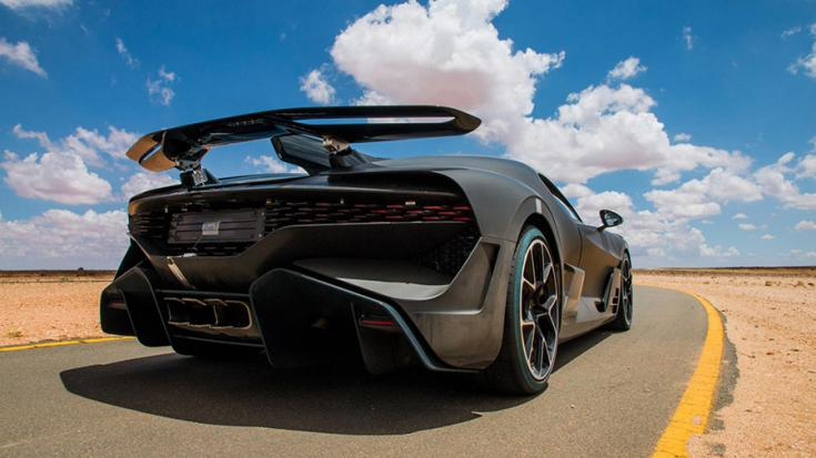 A Bugatti Divo hátulról fotózva