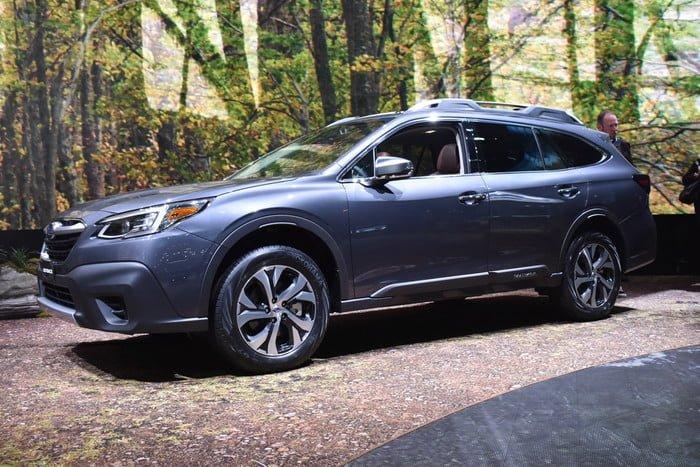 Subaru Outback 2020 oldalról