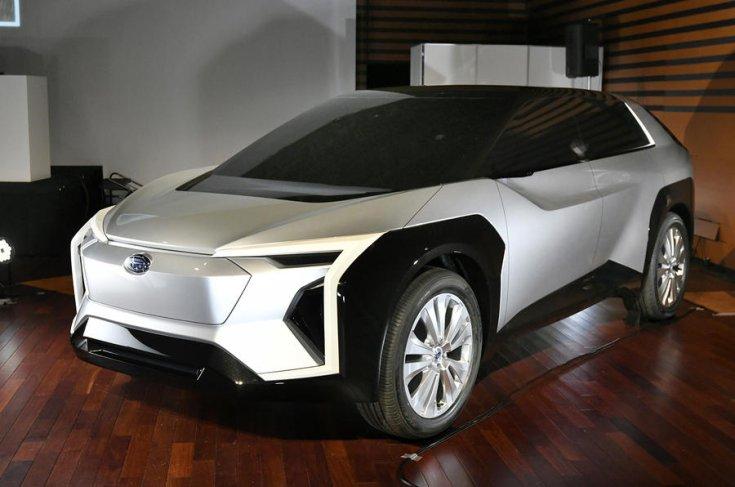 Subaru Solterra koncepció szemből