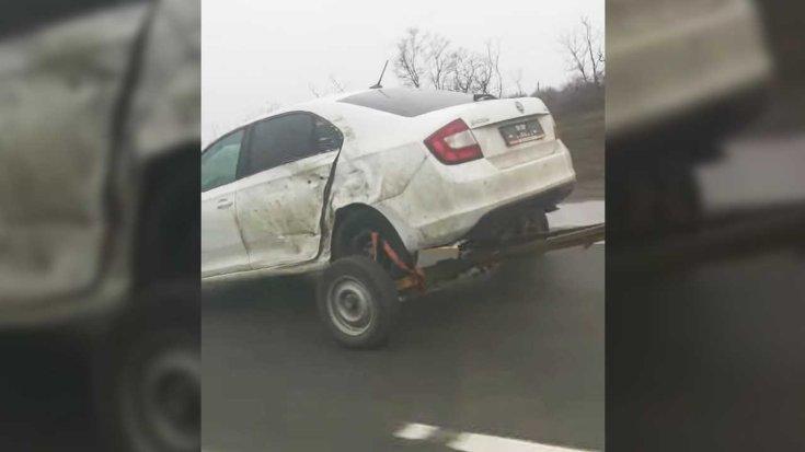 Szakadt Škodaközlekedik az oroszországi M4-es autópályán