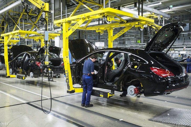 Termelés a kecskeméti Mercedes-gyárban