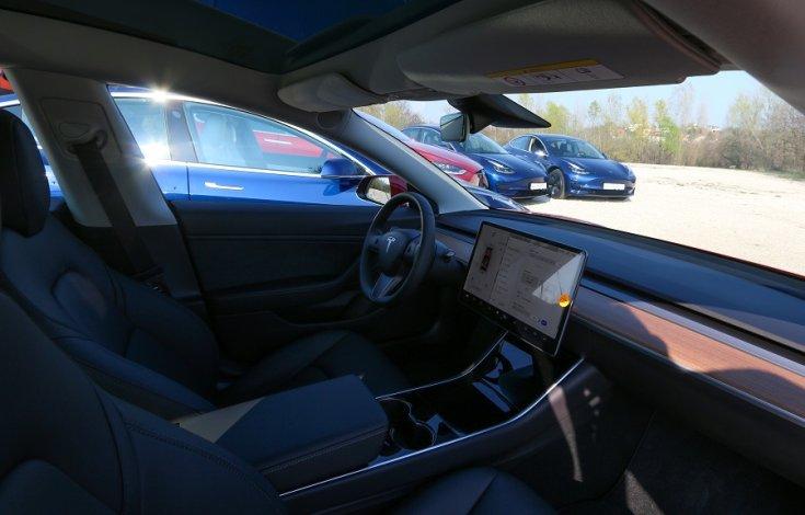 Tesla modell belülről