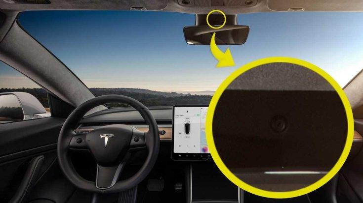 a Tesla utasterét figyelő kamera a visszapillantótükör fölött