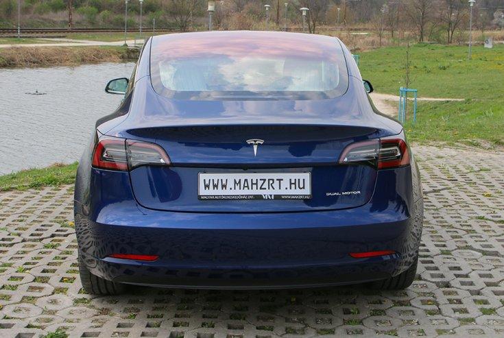Tesla Model 3 hátulja