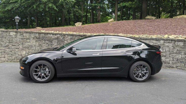 2019-es Tesla Model 3 Long Range oldalról