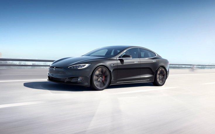 Tesla Model S fekete