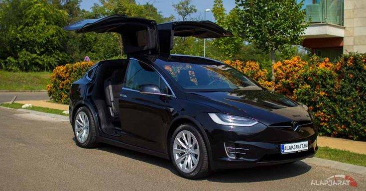 Tesla ModelX gullwing ajtók nyitva