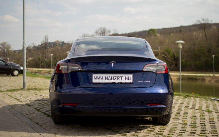 Tesla Model 3 Standard Range Plus ár