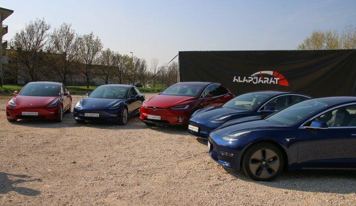 Tesla modellek átadás előtt