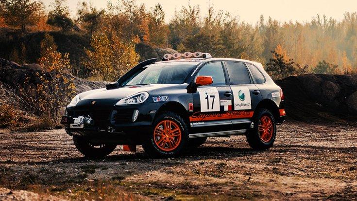 A Porsche Cayenne S Transsyberia oldalról fotózva