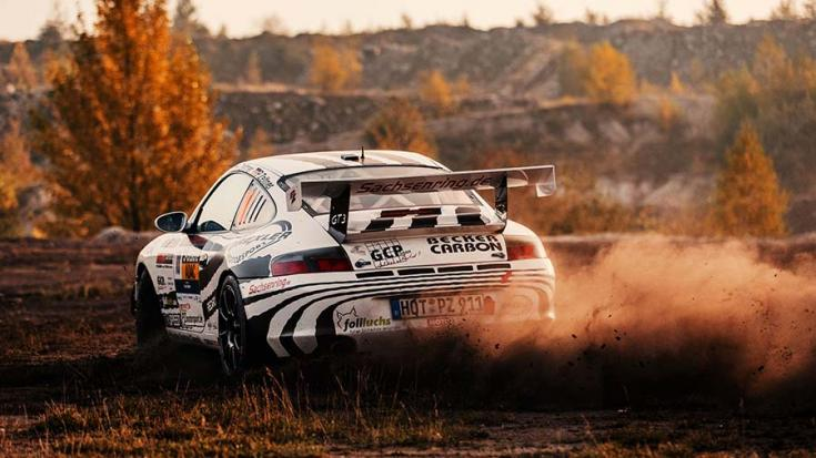 A Porsche 911 GT3 (996) hátulról fotózva