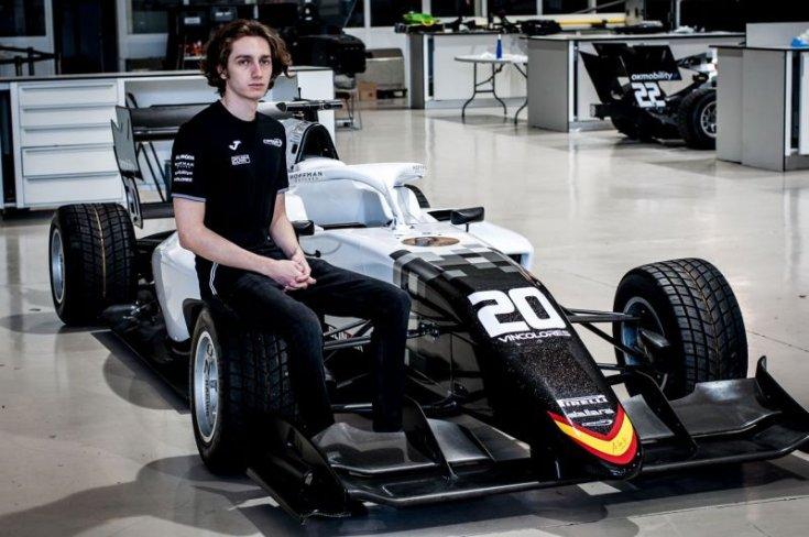 Tóth László a Campos Racing F3-as autójával szemből