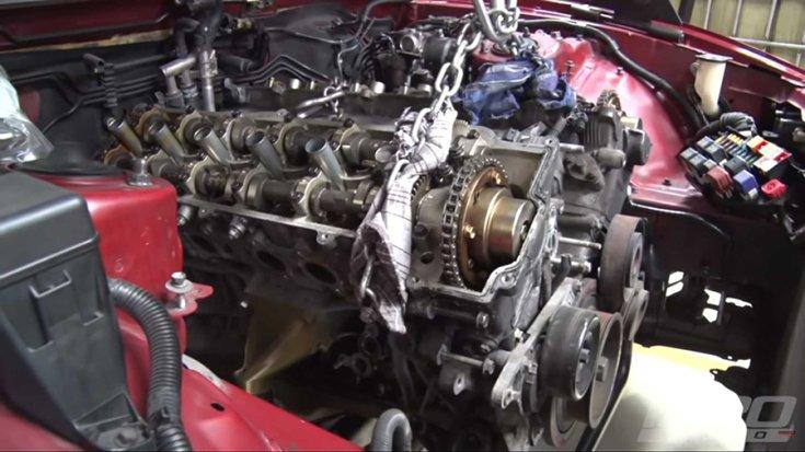 A V12-es blokk a Supra motorterében